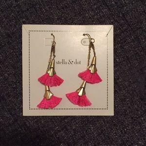 Stella & Dot Gold Tiered Earrrings